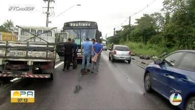 Motociclista morre em acidente na avenida Arthur Bernardes - O acidente aconteceu na manhã desta quarta-feira, 3.