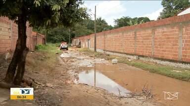 Moradores cobram melhorias em bairro em Imperatriz - Em muitas ruas da cidade, principalmente nos bairros onde o asfalto ainda não chegou a situação está crítica por causa do período chuvoso.