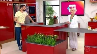 Programa de 05/03/2021 - Ana Maria Braga recebe Cauê Fabiano no estúdio e ensina o repórter a fritar ovo. Apresentadora mostra a tendência da Grazing Food e prepara um delicioso sanduíche a metro