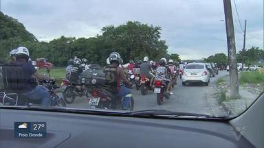 Manifestação provoca bloqueio na Cônego Domênico Rangoni - Manifestantes protestaram contra a alta no preço dos combustíveis e também por causa da fase vermelha.