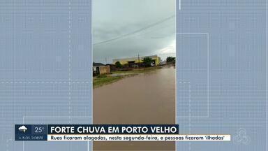Forte chuva é registrada em Porto Velho e Jaru - Em Porto Velho, registro de motoristas 'ilhados' e em Jaru água chegou a cobrir pneu de carros.
