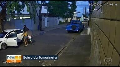 Guarda municipal tem carro roubado na Tamarineira, no Recife - Ela estava com o filho de 6 anos quando foi abordada pelos bandidos.
