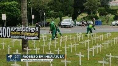 Cruzes são colocadas em gramado em protesto contra mortes pela Covid-19 em Indaiatuba - No total, foram 400 cruzes brancas por conta da alta de óbitos no município.