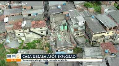Duas pessoas ficam feridas após explosão em casa no bairro da Pau da Lima - Vizinhos fizeram o resgate das vítimas enquanto esperavam o Corpo de Bombeiros.