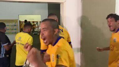 Bastidores: jogadores do Tiradentes-PI festejam vitória sobre o River-PI no Piauiense - Bastidores: jogadores do Tiradentes-PI festejam vitória sobre o River-PI no Piauiense