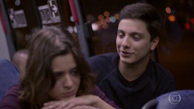 Mari diz a Jeff que realmente pode estar grávida - Ele fala para Mari fazer um teste
