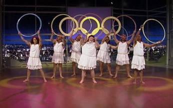 Juntos, eles mostram que estão prontos para a próxima olimpíada - Usando um bambolê, eles arrasam na Ginástica Artística.