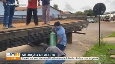 Cidades em Goiás encontram dificuldades para encontrar cilindros de oxigênio - Segundo do Conselho das Secretarias Municipais afirma que algumas prefeituras já estão tendo que buscar por conta própria os cilindros.