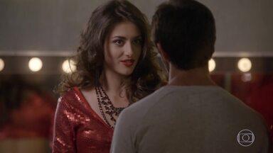 Jade pede para Cobra ir embora antes que Lucrécia desconfie deles - Jeff chega no momento em que Lucrécia iria tirar satisfações com o lutador