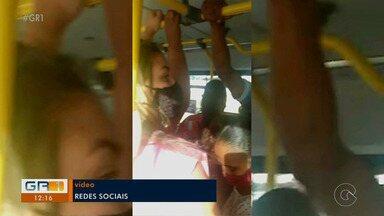 Moradores do Residencial Vivendas em Petrolina reclamam de ônibus lotado - Diante dos números de casos e de mortes crescendo... muita aglomeração.