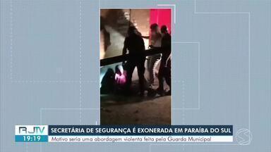 Após chutar homem durante abordagem, secretária de segurança de Paraíba do Sul é exonerada - Situação foi filmada e gerou repercussão entre os moradores nas redes sociais. Rodney Alves de Souza assumiu a pasta.