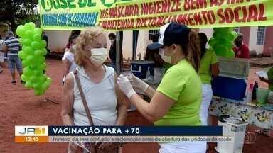 Ponto para a vacinação de idosos com mais de 70 anos tem aglomeração em Palmas - Ponto para a vacinação de idosos com mais de 70 anos tem aglomeração em Palmas
