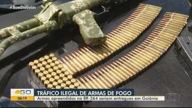 Presos suspeitos de tráfico ilegal de armas de fogo - Armas foram apreendidas na BR-364 seriam entregues em Goiânia