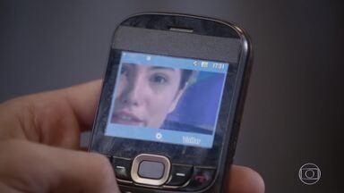 Duca vê vídeo de Bianca de biquíni - Zé e Marcão mostram o vídeo do blog de Jade para o amigo