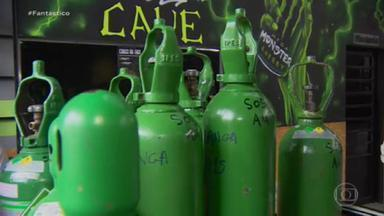 Voluntário de ONG que distribuía oxigênio no Amazonas é preso acusado de desviar cilindros no auge da crise no estado - João Victor Araújo da Silva, que se apresentava como policial, na verdade, desviava os cilindros para revender a preços superfaturados. De acordo com os policiais, o acusado pode ter desviados mais de 60 cilindros de oxigênio.