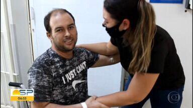 Paciente que pediu pra conhecer o filho recebe alta da UTI - Roberto estava internado na Santa Casa de São Carlos e pedido, antes de intubação, comoveu as pessoas.