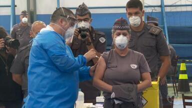 Catorze estados e o Distrito Federal estão vacinando profissionais da segurança pública - Em São Paulo, foram montados pontos de vacinação nos quartéis.