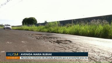 Moradores reclamam da situação precária que se arrasta há anos na Av. Maria Bubiak - A Secretaria Municipal de Obras está estudando novas intervenções para o reparo da via.