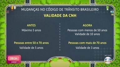 Confira o que muda no código de trânsito brasileiro - As 57 alterações de regra passam a valer nesta semana. Houve mudança na validade da carteira de motorista, no número de pontos limite para a suspenção da habilitação e também na obrigatoriedade de uso de farol baixo em estradas de pistas simples