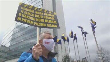 Leste europeu é uma das regiões do mundo mais impactadas pela pandemia - Dos 15 países com as maiores médias de óbitos por dia, em relação ao tamanho da população, 11 são do leste europeu - por este critério, a Hungria e a Bósnia estão na pior situação.