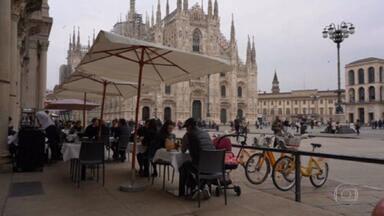 Itália começa a relaxar restrições impostas para combater Covid - Pela primeira vez em um mês e meio italianos puderam fazer refeições ao ar livre em bares e restaurantes