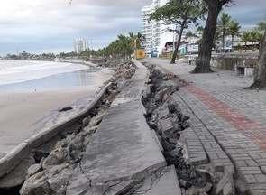 Maré alta destrói parte de calçadão de praia de Guaratuba - Segundo a prefeitura do município, 500 metros do concreto da orla central cederam, e obra paliativa será realizada até que uma reforma estrutural seja feita no local.