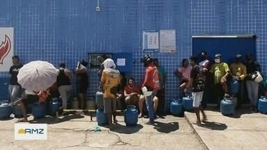 Após 15 dias, reabastecimento de gás de cozinha é normalizado - Muitas pessoas amanheceram em frente as distribuidoras.