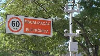 Radares voltam a funcionar em Jundiaí após mais de cinco anos - Os radares voltaram a funcionar nesta quarta-feira (5) nas principais ruas e avenidas de Jundiaí (SP), depois de mais de cinco anos. Neste primeiro momento, são 12 pontos de aferição.