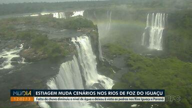 Estiagem muda cenários nos rios de Foz do Iguaçu - Falta de chuva diminuiu o nível de água e deixou à vista as pedras nos Rios Iguaçu e Paraná.