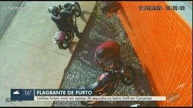 Veja momento em que dupla furta motocicleta no Swift em Campinas - Ação durou 30 segundos. Dona da moto abriu boletim de ocorrência, mas o veículo ainda não foi recuperado.
