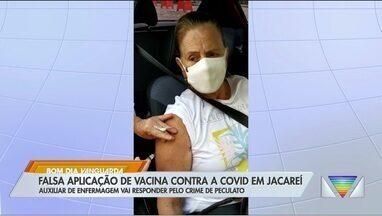 Auxiliar de enfermagem é denunciada por peculato após falsa aplicação de vacina em Jacareí - Idosa foi vacinada após constatação do problema.