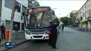 Empresas de linhas de ônibus que desapareceram da cidade alugam frota para o BRT - Enquanto isso, passageiros sofrem sem ônibus nos pontos.