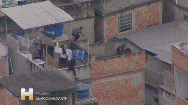 Operação no Jacarezinho deixa 25 mortos, provoca intenso tiroteio e tem fuga de bandidos - Policial civil e 24 suspeitos morreram; 2 passageiros foram baleados no metrô. Segundo a polícia, quadrilha investigada por assassinatos, roubos e sequestro de trens aliciou crianças e adolescentes.