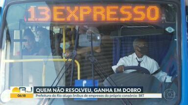 """Ônibus alugados pela prefeitura do Rio eram do próprio BRT - A intervenção no BRT criou os """"diretões"""" para aliviar o aperto dos passageiros. Só que a prefeitura alugou ônibus extras das mesmas empresas que fazem parte do consórcio do BRT, ou seja, quem não resolveu o problema, tá ganhando duas vezes."""