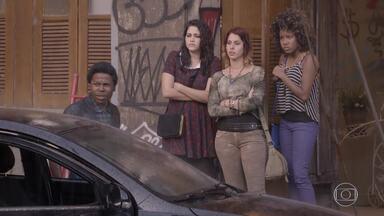 Os policiais decidem prender Rico - BB diz que se o amigo for preso, ela irá junto