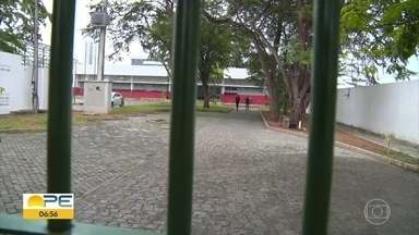 Caruaru suspende volta das aulas presenciais do Ensino Fundamental - Alunos dos anos finais do Fundamental voltariam ontem à escola. A Secretaria de Educação do município diz que irá anunciar nova data.
