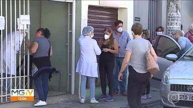 Minas começa a aplicar as doses de Coronavac recebidas no fim de semana - Remessa deve ser totalmente direcionada à aplicação da segunda dose, mas não vai ser suficiente para cobrir todo o público que está com a imunização atrasada.