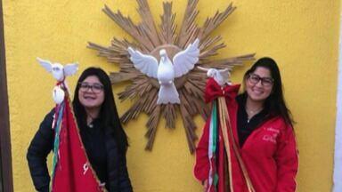 Devota Juliana Ishigaki fala sobre a Festa do Divino Espírito Santo de Mogi - A festa do Divino de Mogi começa nesta quinta-feira (13).