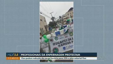 Profissionais da enfermagem protestam em Ponta Grossa - Eles pedem redução da carga horária para 30h e piso salarial fixo.