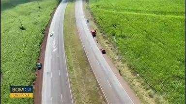 Acidente grave é registrado em Cascavel - Motorista perde a direção do carro e capota na BR-467
