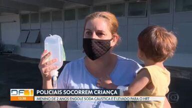 Criança é socorrida pelo batalhão de choque da PM depois de engolir soda cáustica - Os policiais fizeram manobras espetaculares para chegar a tempo ao hospital.