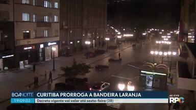 Prefeitura de Curitiba prorroga bandeira laranja até sexta-feira (28) - Governo do Estado publicou um novo decreto que amplia o toque de recolher das 20h às 5h. As medidas passam a valer na sexta-feira (28).