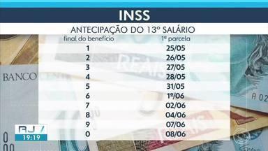 INSS começa a pagar primeira parcela do 13º salário nesta terça-feira - Pagamento, que em geral costuma ocorrer em julho, foi antecipado novamente neste ano por conta da pandemia de coronavírus.