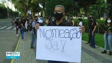 Aprovados em concurso da Prefeitura de Valadares fazem manifestação - Concursados pedem que sejam nomeados o quanto antes.
