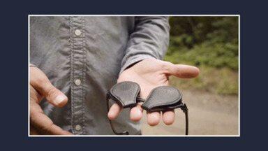 Empresa da Suécia lança capa para lente de óculos - Acessório possui um imã que fixa a proteção nos dois lados da lente e garante blindagem contra impactos ou arranhões.
