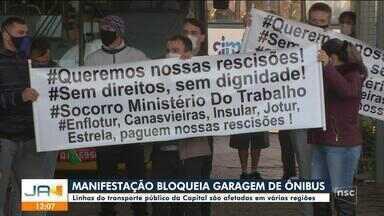 Manifestação bloqueia garagem de ônibus em Florianópolis - Manifestação bloqueia garagem de ônibus em Florianópolis