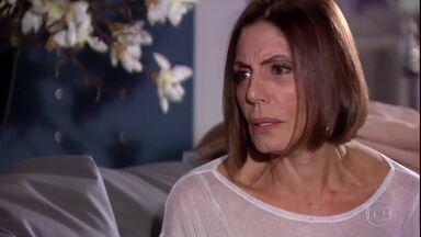 Stela conta a Giancarlo que Paulinho é a cara de Renato - Giancarlo diz que também quer conhecer o filho de Marcela