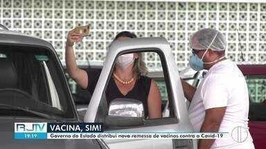 Campos recebe 8.695 doses de vacina contra a Covid-19 em nova remessa do Estado - Os imunizantes chegaram de helicóptero no aeroporto Bartolomeu Lisandro.