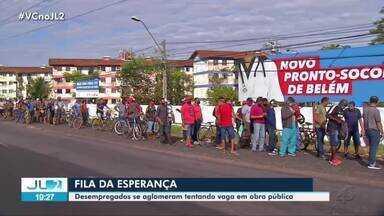 Trabalhadores formam fila em busca de emprego em obra de pronto-socorro em Belém - Houve aglomeração.