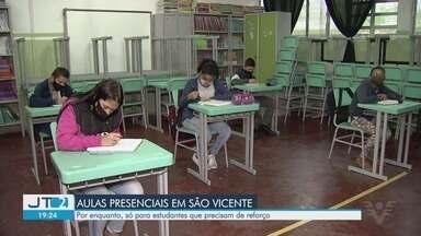 São Vicente retoma aulas presenciais para estudantes que precisam de reforço - Escolas municipais ficaram 14 meses sem receber alunos.